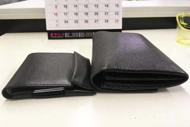 普通の財布と並べるとこんなに違う!(中身はだいたい同じ)