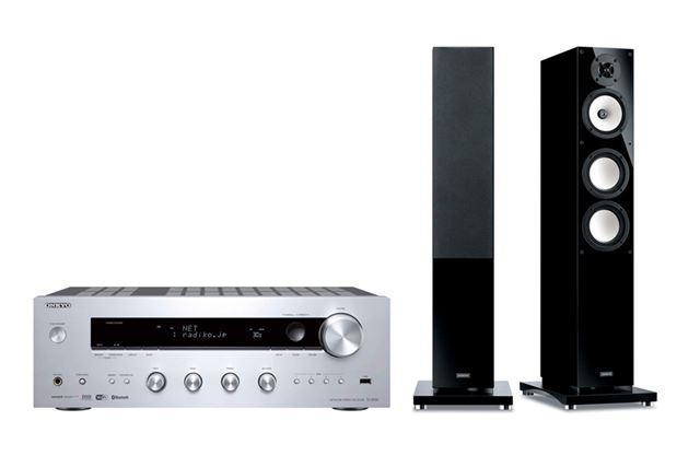 プリメインアンプ(左・写真はオンキヨー「TX-8150」)と、スピーカー(右・写真はオンキヨー「D-509E」)