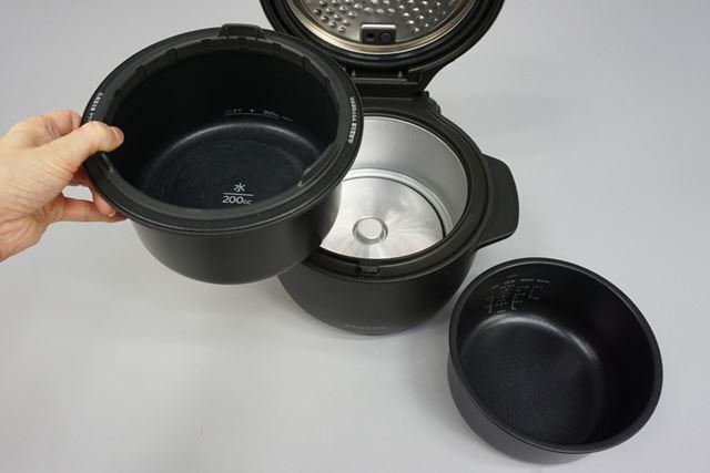 米と水を入れる内釜と、水蒸気にするための水を投入する外釜の2つの釜を使って炊飯します