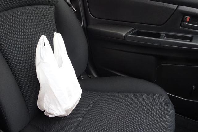 牛丼は1〜2人前でも持ち込めば車内全域を一瞬で支配します。食べる前は大変好ましいニオイなのですが