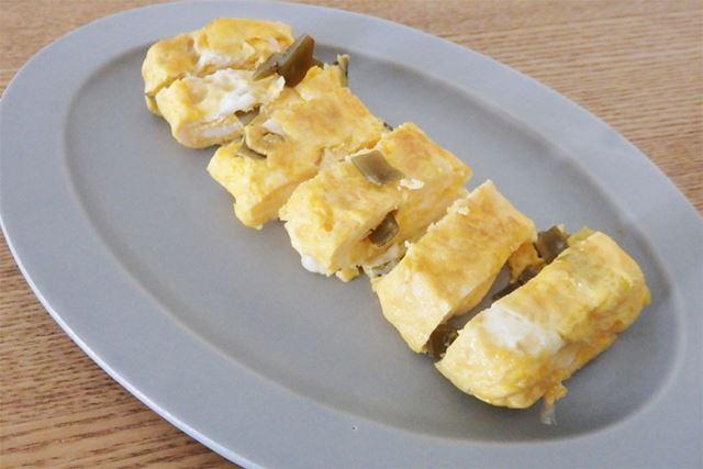 卵2個に2袋分を刻んで混ぜて作った卵焼き。ほのかな酸味と食感が楽しめる
