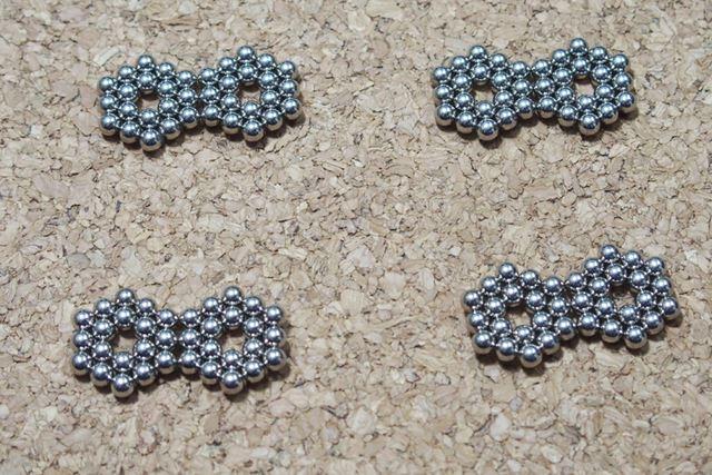 今度は六角形を使います。六角形を8つ作って、それを2個1組にします