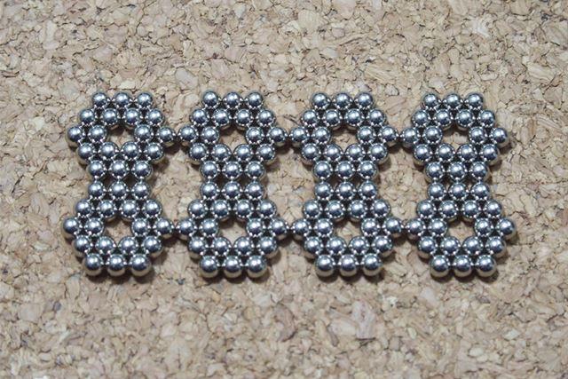 2個1組の六角形をこのようにつなげます